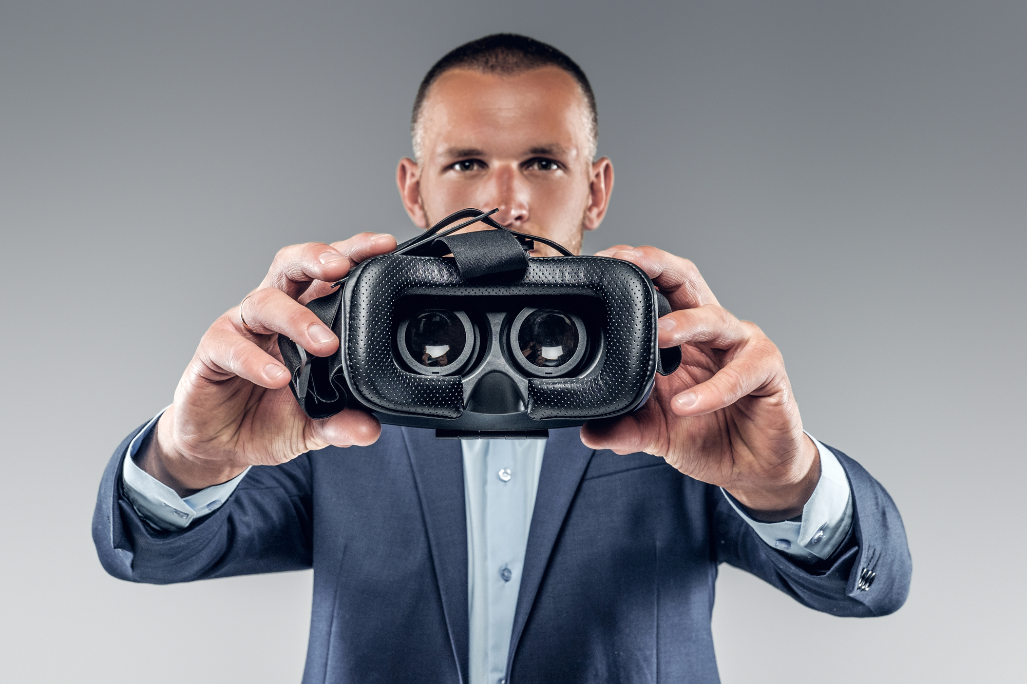 Image of a man showing virtual reality glasses.
